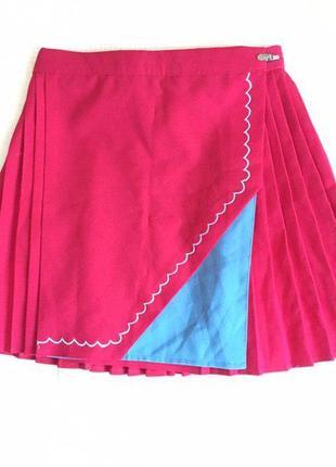 Малиновая тенисная юбка-плиссе на запах