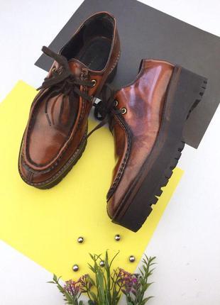 Кожаные лаковые  туфли на платформе от zara