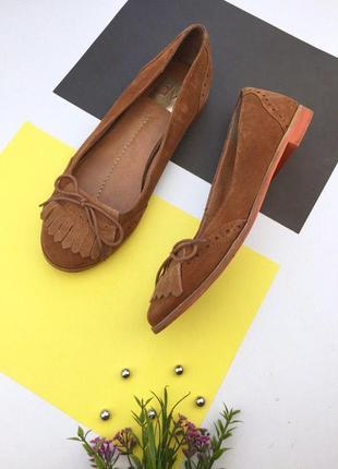 Замшевые туфли балетки с бахромой и перфорацией