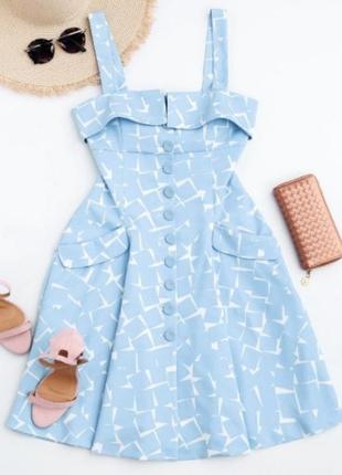 Нереальне небесно-голубе плаття