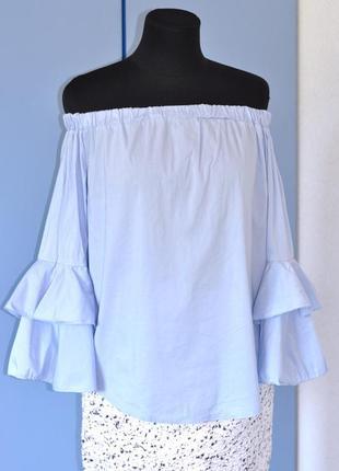 Блуза с открытыми плечами и воланами