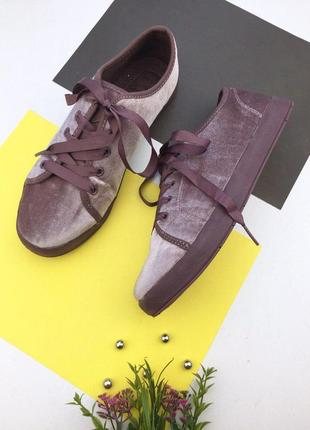 Очень легкие бархатные кеды  на шнуровке
