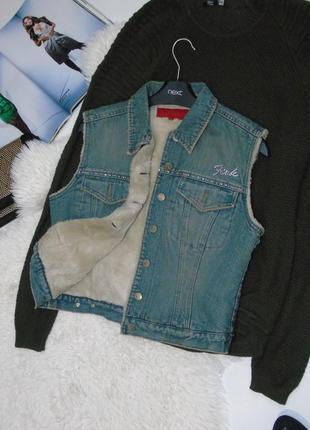 Джинсовая жилетка, внутри мех, размер м./fcuk jeans