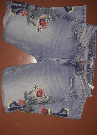 Мом джинс zara с вышивкой