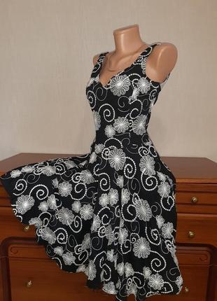 Очаровательное платье с вышивкой в цветы и юбкой солнце из натуральной ткани от warehouse3 фото
