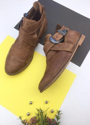 Кожаные ботинки на низком ходу с ремешком на пряжке