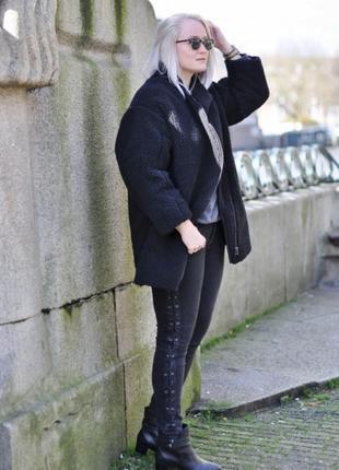 Черные узкие джинсы на шнуровке от collouseum