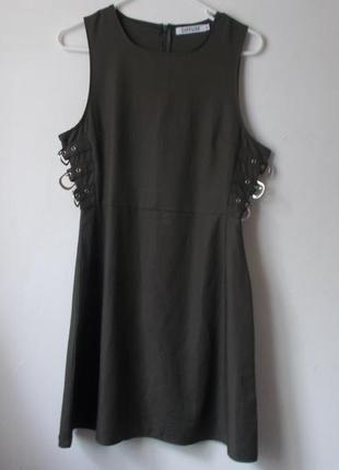 Платье с ремнями платье цвета хаки с пряжками