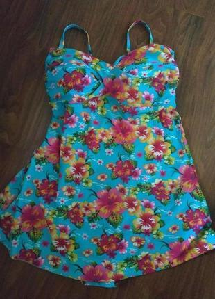 Яркое платье купальник с утягивающей сеткой большого размера