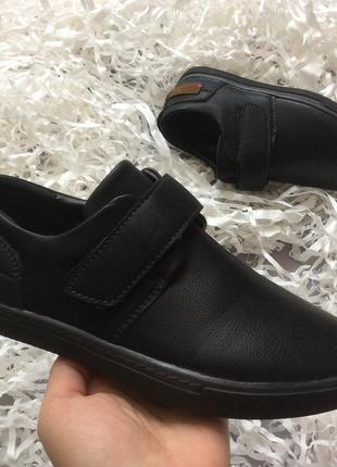 Чёрные школьные туфли с защитным носком