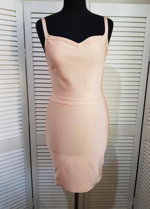 Стильное бандажное платье missguided