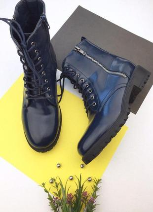 Женские лаковые ботинки на шнуровке и молнии