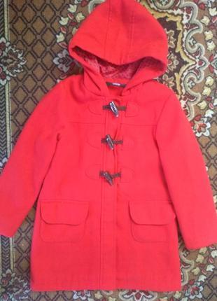 Красивое красное пальтишко от джордж