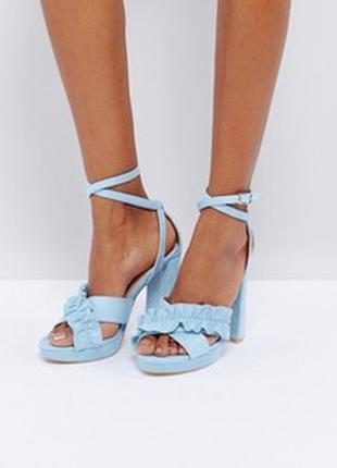 Женственные,небесно голубые босоножки на толстом каблуке