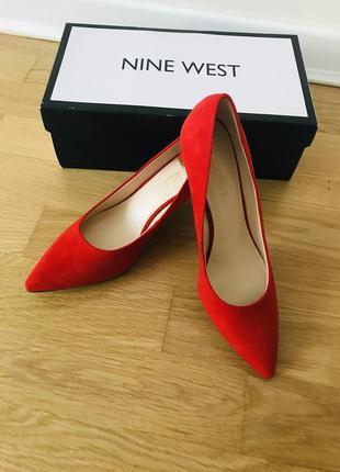 Красные туфли лодочки nine west