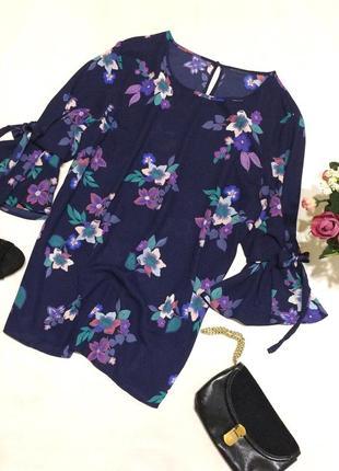 Актуальна блузка в квітковий принт