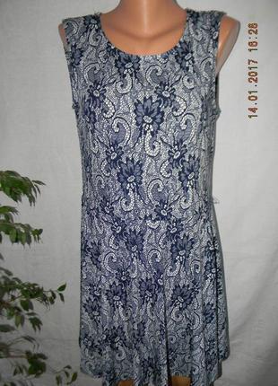 Красивое платье с ажурным принтом stella