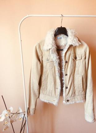 Стильная вельветовая курточка с мехом
