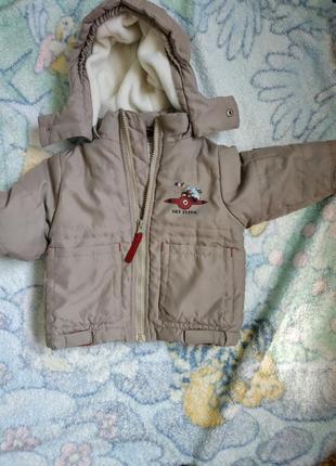 Курточка намалыша указан размер  68 см