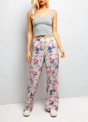 Стильные легкие летние брюки штаны в цветы