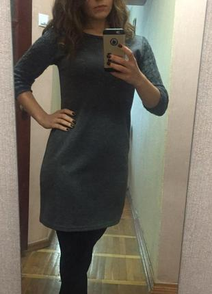 Теплое и очень приятное серое платье