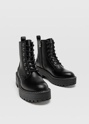 Ботинки на шнуровке stradivarius