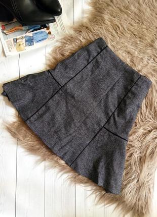 Красивая юбка с воланом на высокой талии