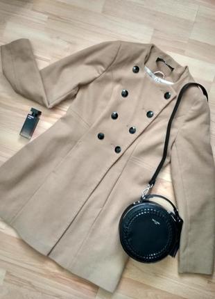 Пальто бежевого цвета jane norman