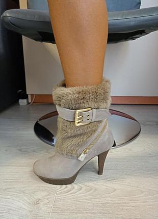 Сапоги женские  ботинки guess