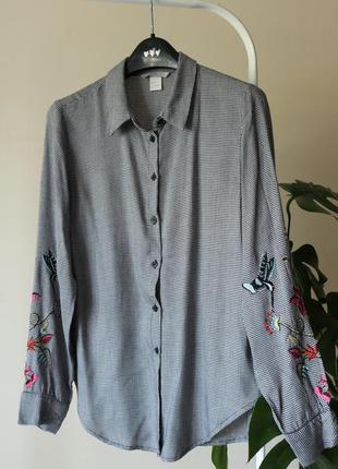 Рубашка h&m с вышивкой на рукавах