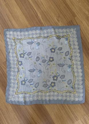 Милый шелковый платочек