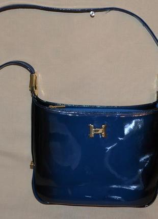 Красивая лаковая кожаная сумка