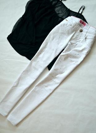Білі джинси glamour зі стразами і потертостями