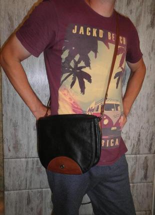 Удобная вместительная качественная сумка месенджер  bree натуральная кожа