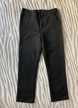 Чёрные джинсовые брюки next на рост 122