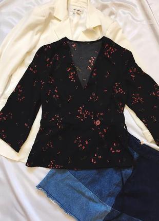 Блуза на запах с милыми цветами