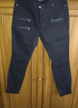 Классные джинсы-брючки зауженные у низу