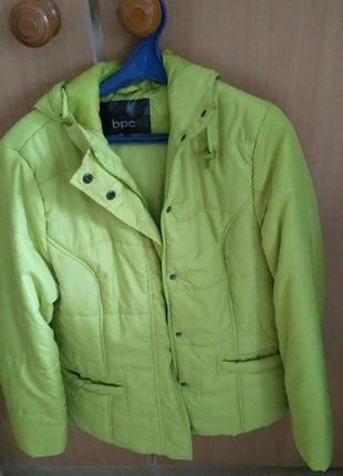 Куртка с капюшоном  сезон весна-осень