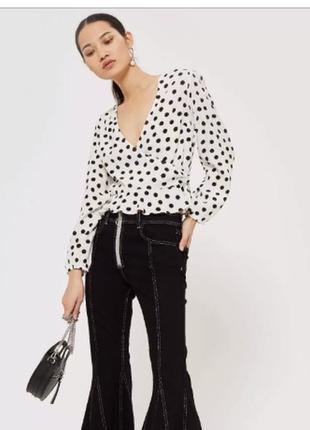 Невероятная блузка блуза топ с длинным рукавом на запах в горошек белая topshop eur38