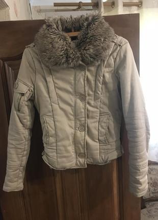 Осенняя куртка с искусственным воротником
