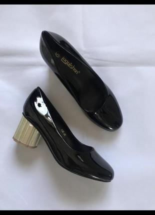 Базовые чёрные туфли