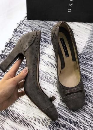 Кожаные, замшевые туфли на устойчивом каблуке albano