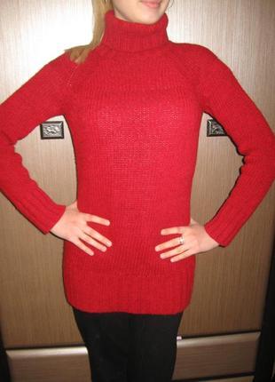 Модный красный свитер