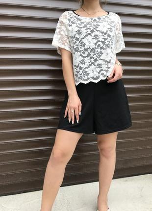 Комбинезон с шортами с ажурным верхом-блузкой