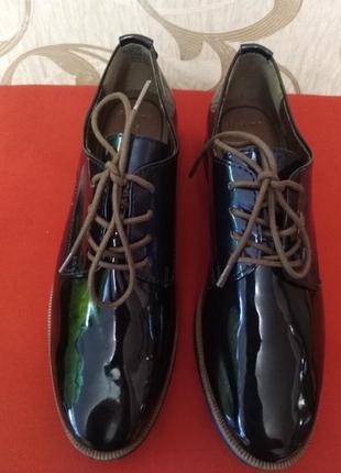 Крутые лаковые туфли marco tozzi 38 размер