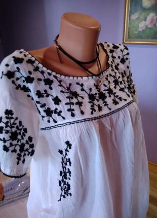 Супер блузка вышиванка ,белая с красивым принтом, без дефектов крутая модель.