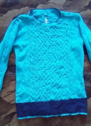 Вязаный свитер очень красивый))