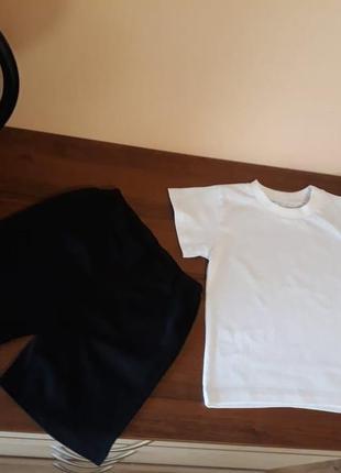 Біла футболка, чорні шорти, комплект в садочок