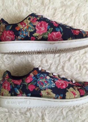 Квіткові кросівки від відомого бренду le coq sportif