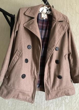 Бежевое пальто бершка, размер xs